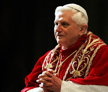 pope_benedict_sitting