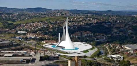 Pela maquete do projeto do arquiteto Oscar Niemeyer, altura da igreja será equivalente a um edifício de 33 andares e vai abrigar 5 mil fiéis sentados na área interna