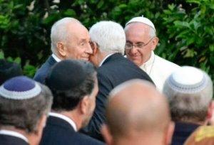Um abraço histórico entre os presidentes de Israel e da Palestina