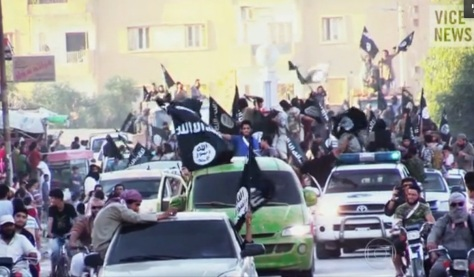 Terroristas pela ruas da Síria depois de conquistarem cidades e matarem todos que se opuseram.