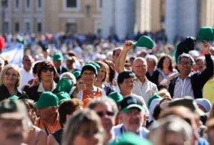 Pessoas na Praça São Pedro