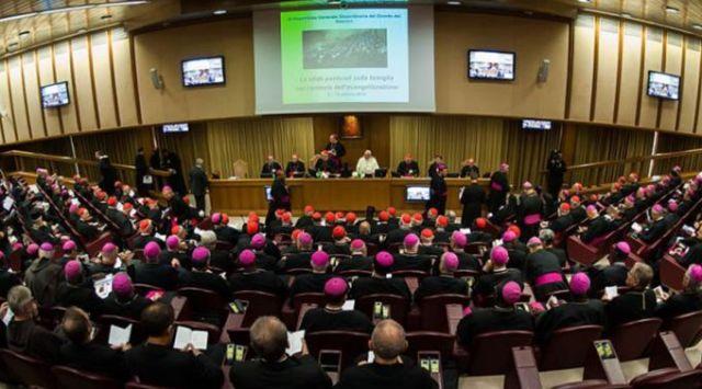Sessão inaugural do Sínodo dos Bispos, em 6 de outubro de 2014. Foto: Mazur/catholicnews.org.uk (CC BY-NC-SA 2.0)