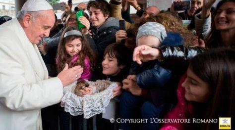 Papa Francisco com as crianças (foto referencial) / L'Osservatore Romano