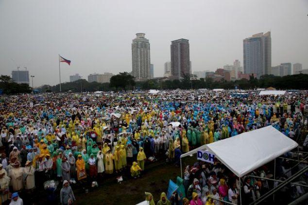 A multidão de entre 6 e 7 milhões que compareceu à Missa celebrada no Parque Rizal, Filipinas. Foto: Alan Holdren / ACI Prensa