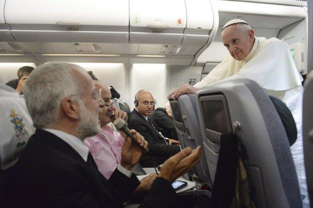 Papa concede entrevista a jornalistas durante volta ao Vaticano após a JMJ em 2013, no Rio de Janeiro.