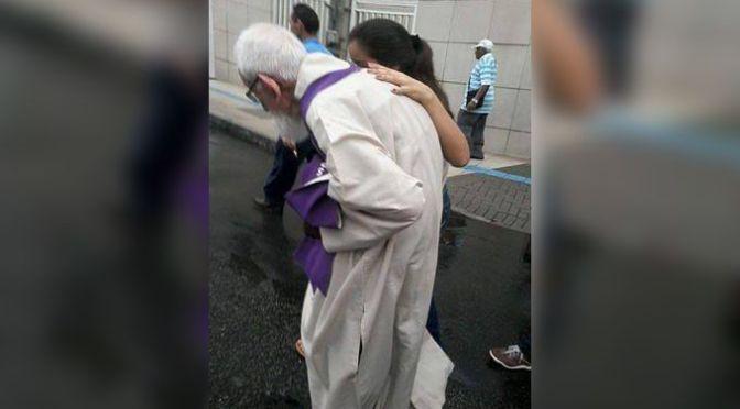 Frei Roberto, de 91 anos, caminha 6 km em penitencia
